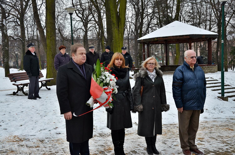Delegacja Gminy Olkusz składa kwiaty